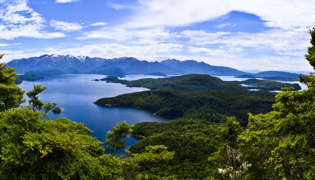 Lake Manapouri, Fiordland, New Zealand